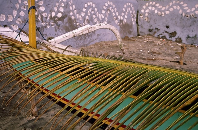 Constructing a traditional Balinese canoe