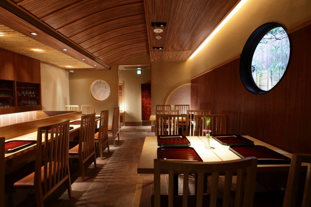 Yasaka-Yutone-dining-room-luxury-guesthouse-ryokan-kyoto