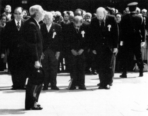 Harold Wright meets Showa Emperor